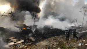 Incêndio atinge indústria de produtos reciclados em Feira de Santana