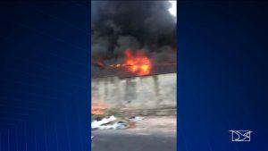 Incêndio atinge terreno dentro da Universidade Federal do Maranhão