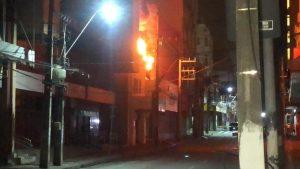 Incêndio atinge loja de calçados no Centro de Fortaleza