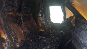 Van é incendiada no Conjunto Palmeiras na manhã de quarta, 23