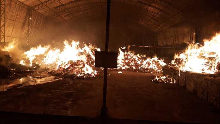 Foram necessários quatro equipes de bombeiros (Foto: divulgação/ Corpo de Bombeiros)