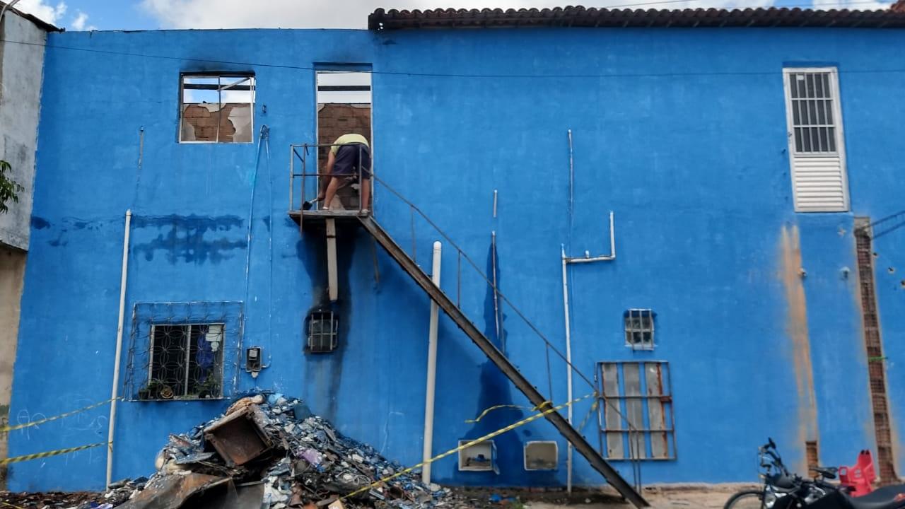 Incêndio destrói casa na noite do Réveillon em Maracanaú