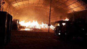 Depósito de materiais recicláveis é incendiado e fica destruído no Eusébio