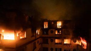 Incêndio em edifício em Paris deixa dez mortos e 30 feridos