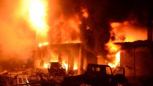 Incêndio deixa pelo menos 70 mortos na capital de Bangladesh