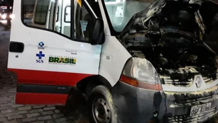 Princípio de incêndio atinge ambulância durante transporte de pacientes em Fortaleza
