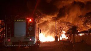 Incêndio atinge depósito de materiais recicláveis em Aquiraz