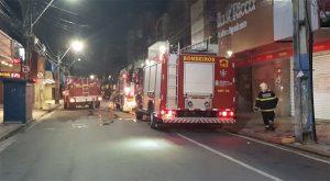 Depósito no Centro de Fortaleza é atingido por incêndio