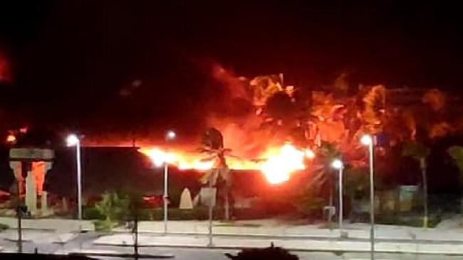 Incêndio de grandes proporções atinge barraca na Praia do Futuro