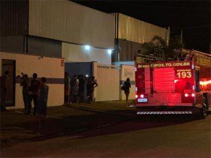 Incêndio atinge galpão de empresa na região norte de Palmas