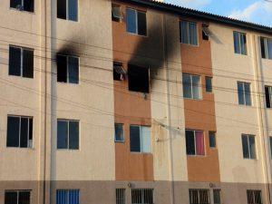 Incêndio atinge apartamento em condomínio residencial no Bairro Jangurussu