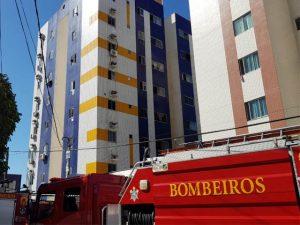 Incêndio atinge apartamento no 7º andar de prédio no Papicu, em Fortaleza