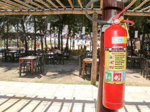 Após incêndio, segurança das barracas da Praia do Futuro preocupa empresários e frequentadores