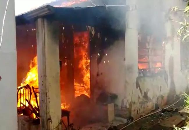 Incêndio atinge casa e deixa idoso ferido em Lins