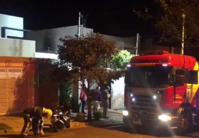 Incêndio atinge casa em condomínio de Londrina