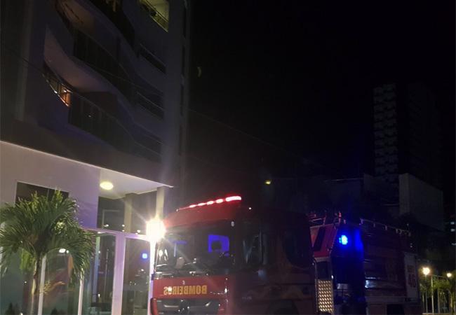 Princípio de incêndio na cozinha de apartamento é controlado por moradores no Cocó