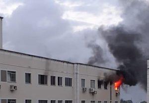Apartamento em Messejana pega fogo; bombeiros conseguem apagar as chamas