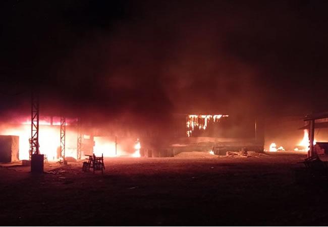 Incêndio atinge fábrica de móveis em Forquilha, interior do Ceará