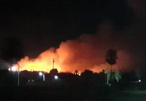 Bombeiros combatem incêndio em lixão em Itaitinga, na Grande Fortaleza